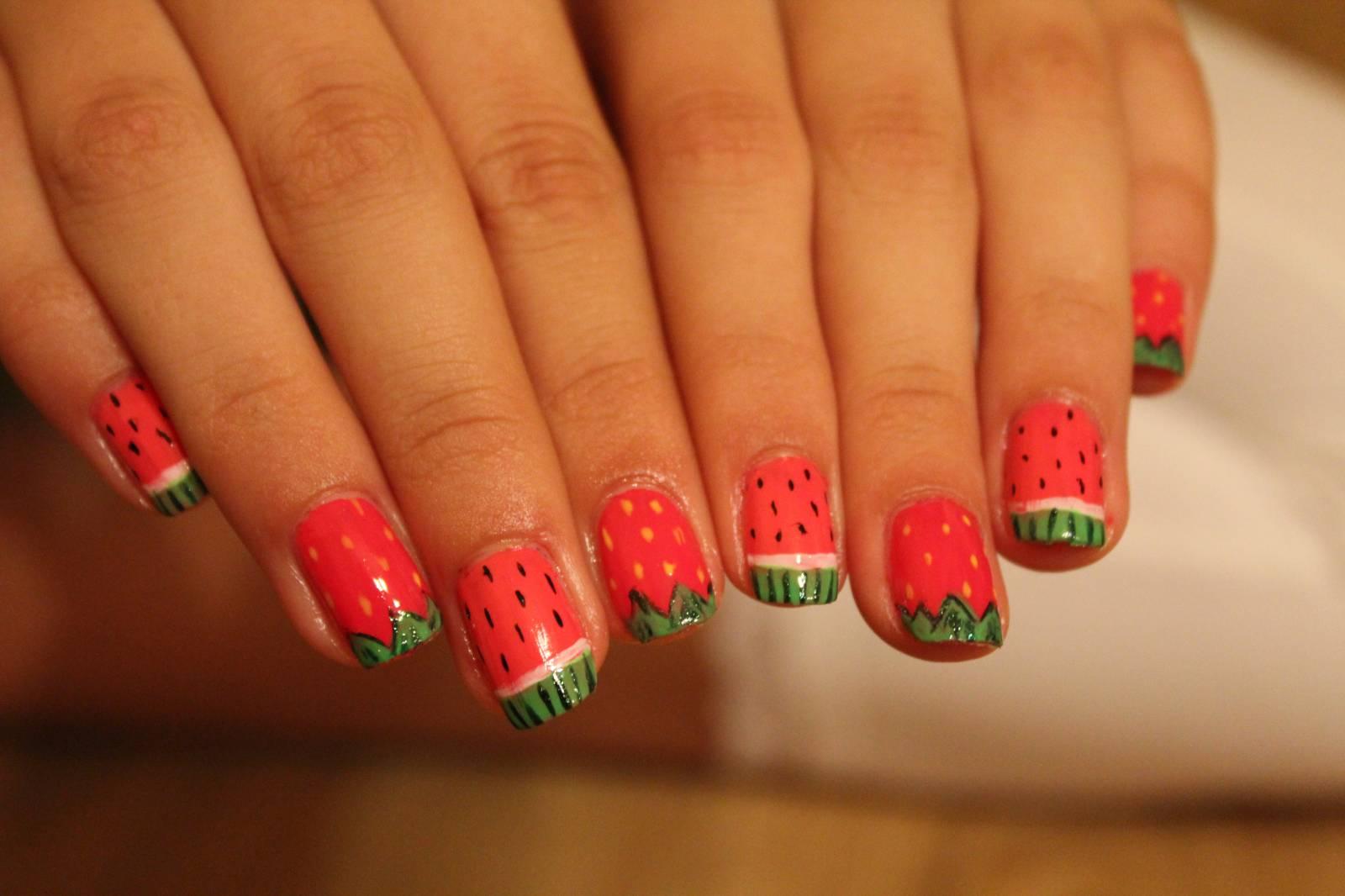 Малинки на ногтях фото